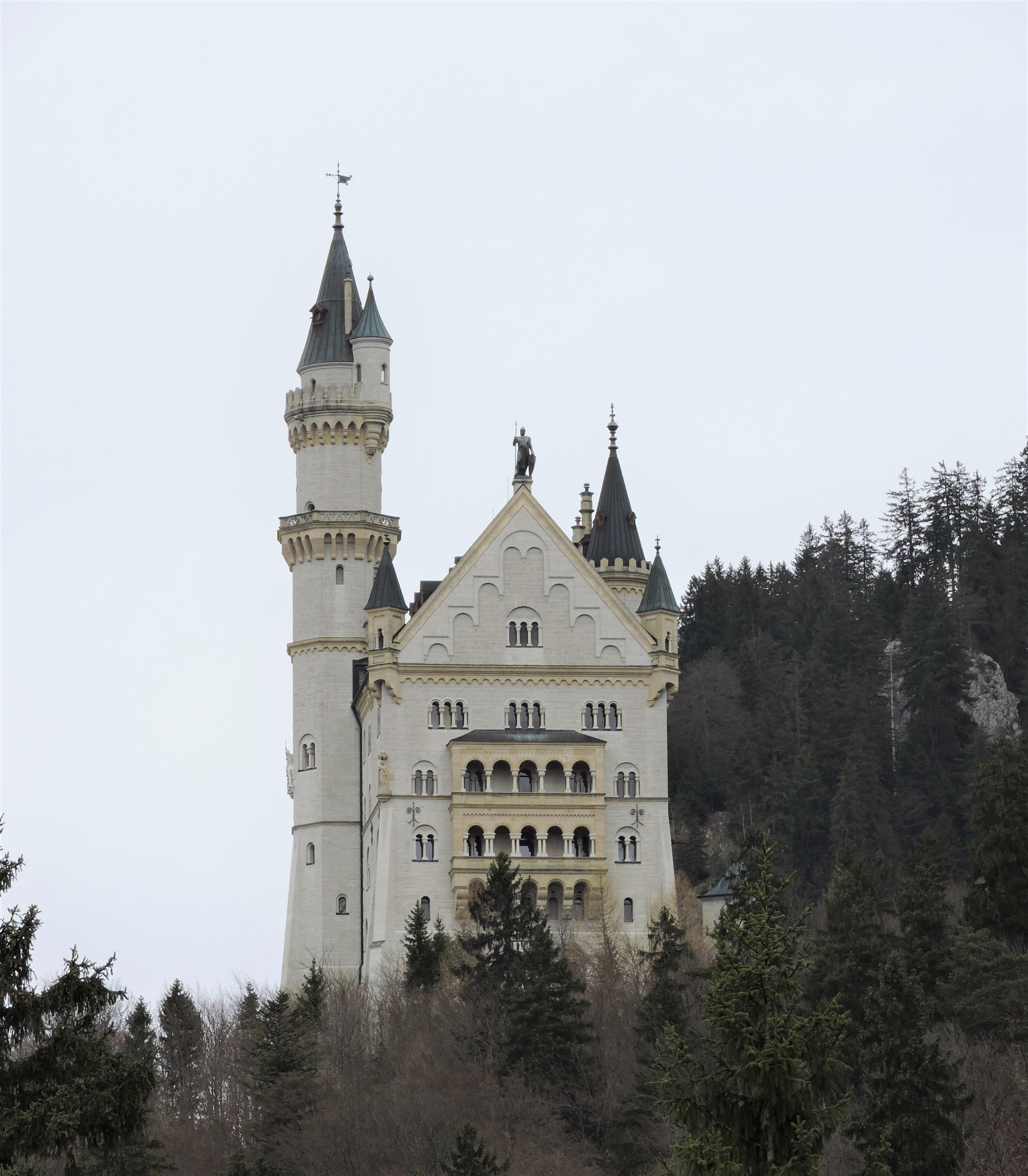 Neuchwanstein Castle